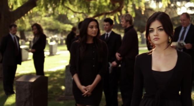 PLL Emily black dress funeral 2x05